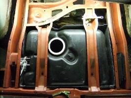 Tank wird auf Kunststoff umgebaut_1